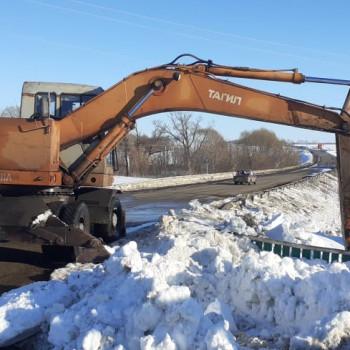 На территории сельского поселения Казанский сельсовет 02 апреля прошел субботник по очистке мостов от снега.